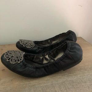 Tahari NWOT leather flats with toe detail size 6